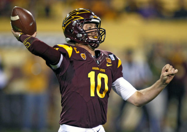 Arizona State quarterback Taylor Kelly (10) throws down field against Oregon State during the first half of an NCAA college football game on Saturday, Nov. 16, 2013, in Tempe, Ariz. (AP Photo/Rick Scuteri)