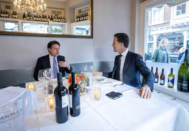 epa08539448 Italian Prime Minister Giuseppe Conte (L) and Prime Minister Mark Rutte (R) have dinner in a restaurant in The Hague, the Netherlands, 10 July 2020. The discussion between the two heads of government takes place in the run-up to the extra European Council. EPA/SEM VAN DER WAL (Photo: EPA)
