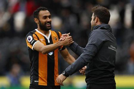 Britain Soccer Football - Hull City v Watford - Premier League - The Kingston Communications Stadium - 22/4/17 Hull City manager Marco Silva shakes hands with Ahmed Elmohamady at the end of the match Action Images via Reuters / Jason Cairnduff Livepic