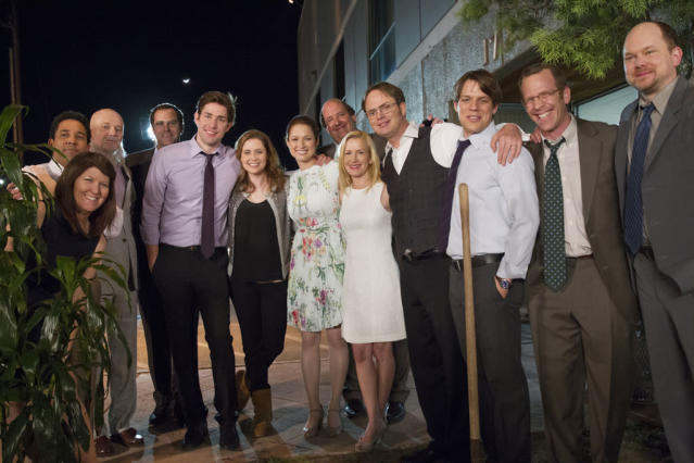 """Finale"" Episode 924/925 -- Pictured: (l-r) Kate Flannery as Meredith Palmer, Oscar Nunez as Oscar Martinez, Creed Bratton as Creed Bratton, Andy Buckley as David Wallace, John Krasinski as Jim Halpert, Jenna Fischer as Pam Beesly Halpert, Ellie Kemper as Erin Hannon, Brian Baumgartner as Kevin Malone, Angela Kinsey as Angela Martin, Rainn Wilson as Dwight Schrute, Jake Lacy as Pete, Paul Lieberstein as Toby Flenderson, Mark Proksch as Nate"