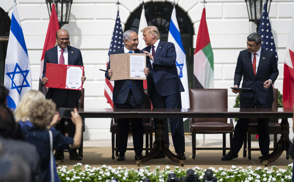 From left: Abdullatif bin Rashid Al-Zayani, Minister of Foreign Affairs of the Kingdom of Bahrain, Prime Minister Benjamin Netanyahu of Israel, President Donald Trump, and Minister of Foreign Affairs and International Cooperation Abdullah bin Zayed bin Sultan Al Nahyan of the United Arab Emirates, during a signing ceremony for the Abraham Accords, at the White House in Washington, Sept. 15,  2020. (Doug Mills/The New York Times)