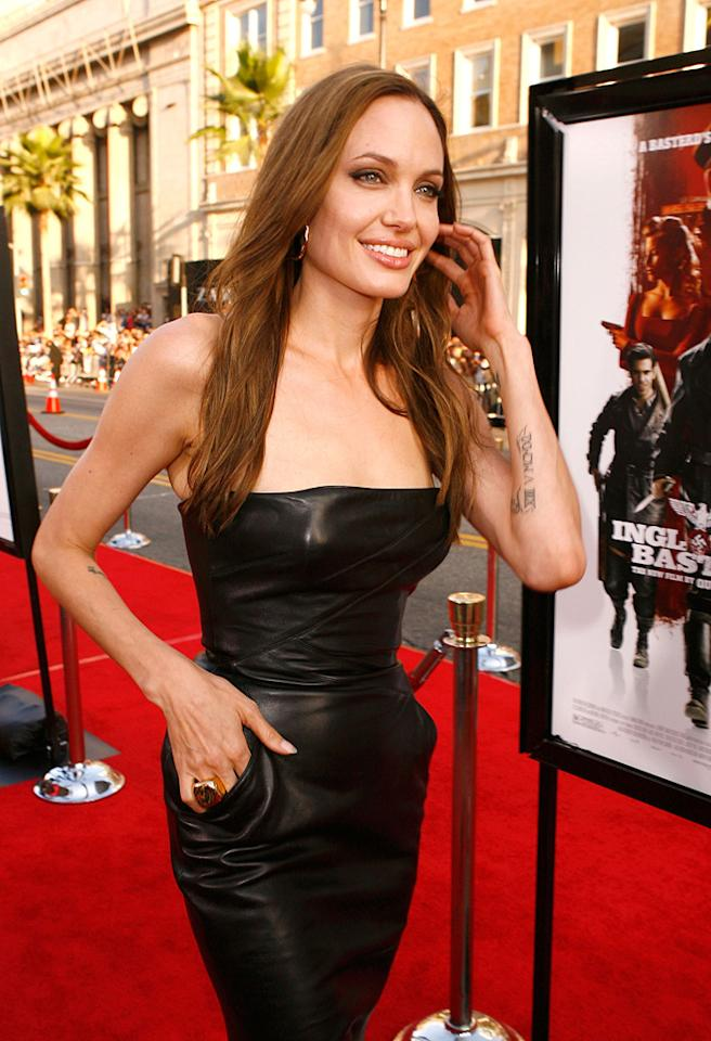 "<a href=""http://movies.yahoo.com/movie/contributor/1800019275"">Angelina Jolie</a> at the Los Angeles premiere of <a href=""http://movies.yahoo.com/movie/1808404206/info"">Inglourious Basterds</a> - 08/10/2009"