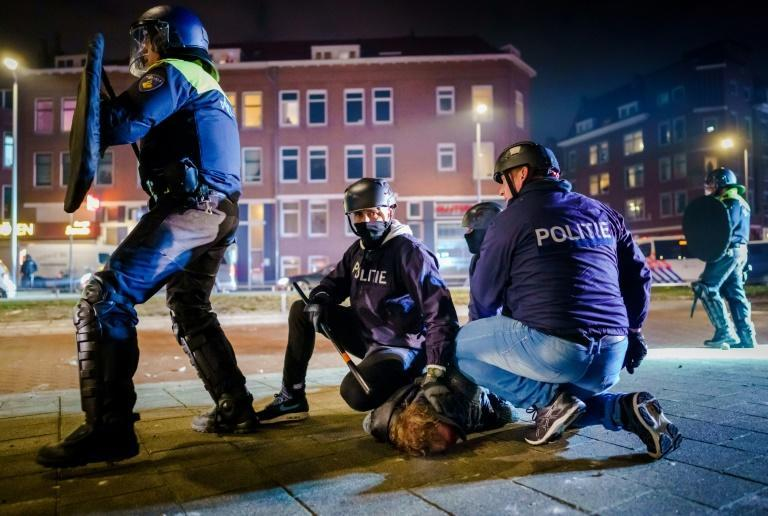Rotterdam's mayor has issued an emergency decree giving police broader powers of arrest
