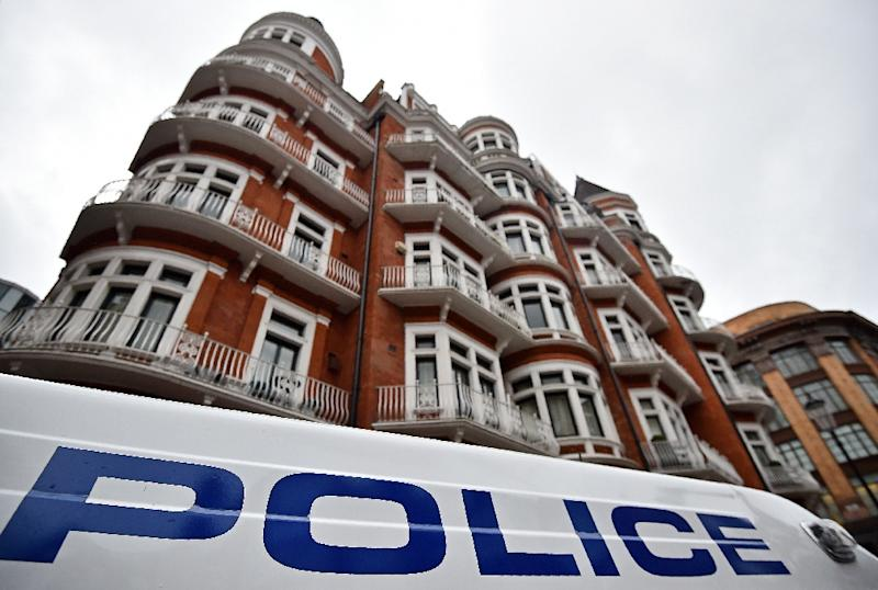 A police vehicle drives past Ecuador's embassy in central London on February 5, 2016 (AFP Photo/Ben Stansall)