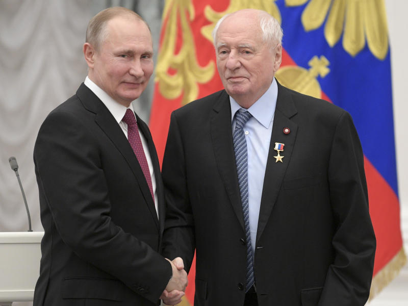 FILE - In this Wednesday, April 25, 2018 file photo, Russian President Vladimir Putin shakes hands with Artistic director of Moscow's Lenkon Theater Mark Zakharov, right, during Kremlin awards ceremony in Moscow, Russia. Mark Zakharov, a renowned Russian theater and film director whose productions have been widely acclaimed and loved by several generations of Russians, has died on Saturday, Sept. 28, 2019. He was 85. (Alexei Druzhinin, Sputnik, Kremlin Pool Photo via AP, File)