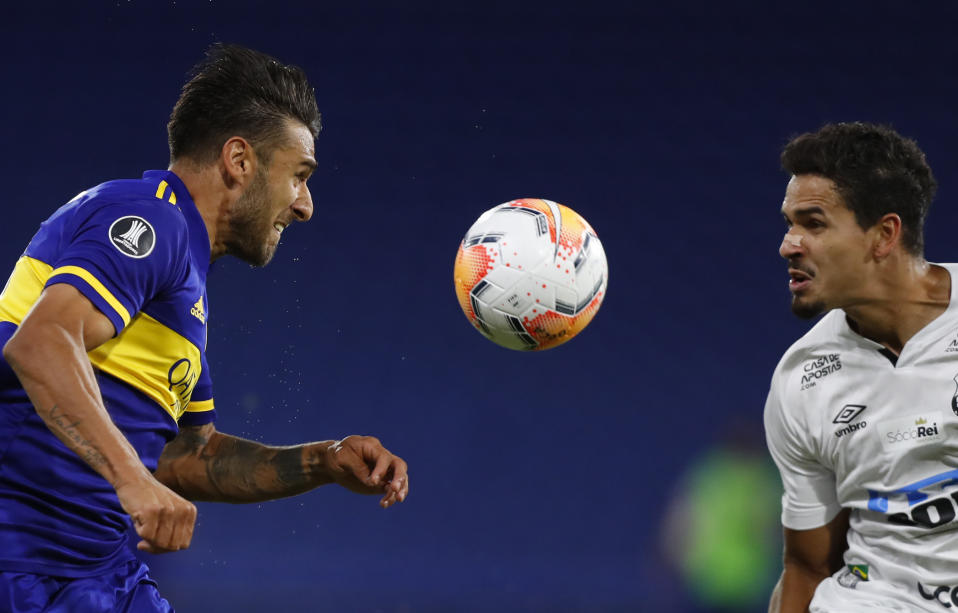 Argentina's Boca Juniors Eduardo Salvio (L) and Brazil's Santos Lucas Verissimo vie for the ball during their Copa Libertadores semifinal football match at La Bombonera stadium in Buenos Aires, on January 6, 2021. (Photo by AGUSTIN MARCARIAN / POOL / AFP) (Photo by AGUSTIN MARCARIAN/POOL/AFP via Getty Images)