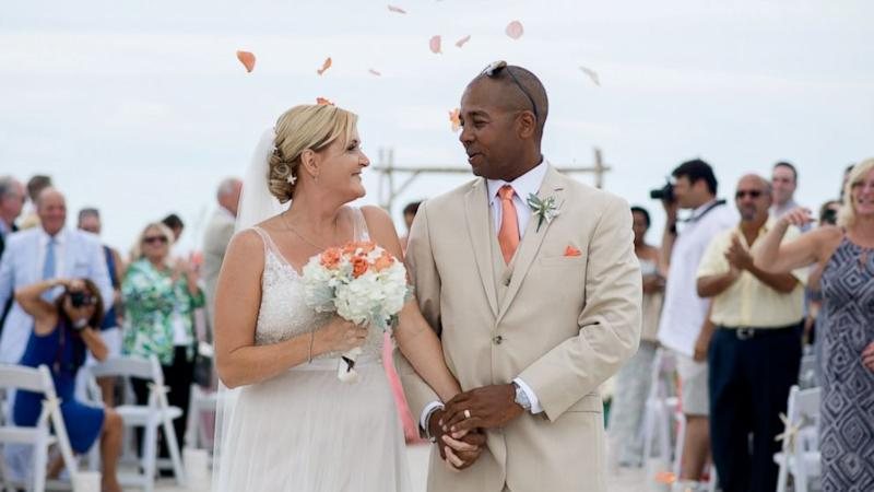 Bride and Groom Ask Wedding Guests to Give Random Acts of Kindness