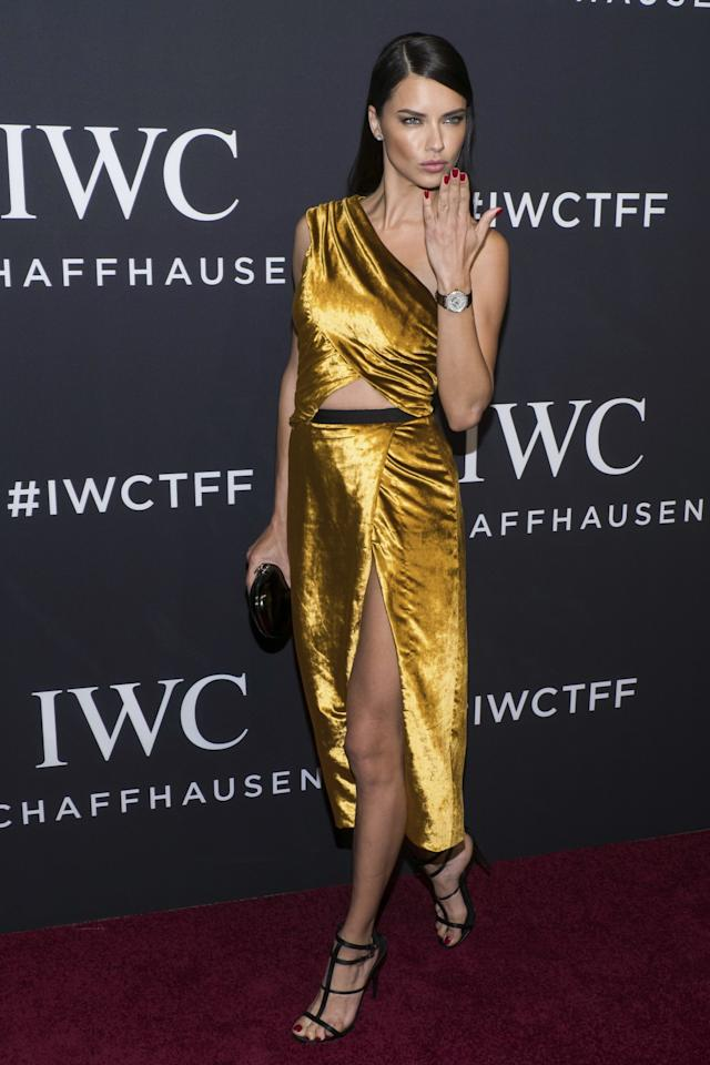 <p>The Victoria's Secret model flashed some flesh in a golden cut-out dress.<br /><i>[Photo: AP]</i> </p>