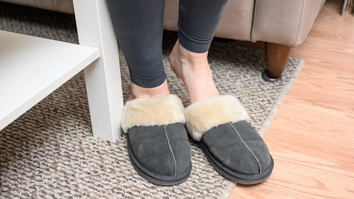 Best gifts for wives 2020: Minnetonka Women's Chesney Slippers
