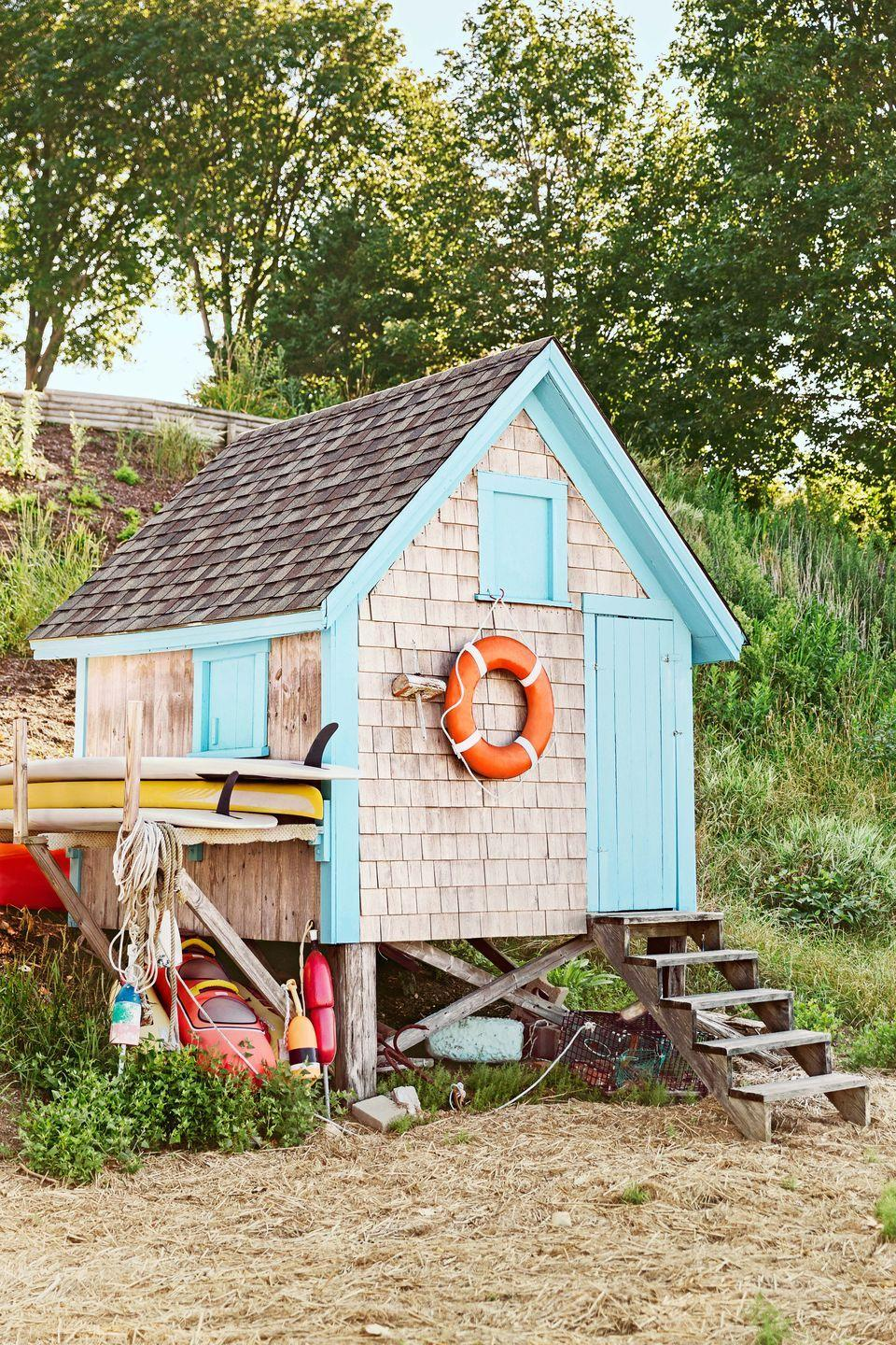 """<p>This New England shack makes us want to kick off our sandals and head straight for the shore. A colorful exterior is contrasted beautifully by faded Cape Cod shingles.</p><p><a class=""""link rapid-noclick-resp"""" href=""""https://www.amazon.com/Tiny-House-Live-Small-Dream/dp/0525576614?tag=syn-yahoo-20&ascsubtag=%5Bartid%7C10050.g.1887%5Bsrc%7Cyahoo-us"""" rel=""""nofollow noopener"""" target=""""_blank"""" data-ylk=""""slk:SHOP TINY HOUSE COFFEE TABLE BOOKS"""">SHOP TINY HOUSE COFFEE TABLE BOOKS</a></p>"""