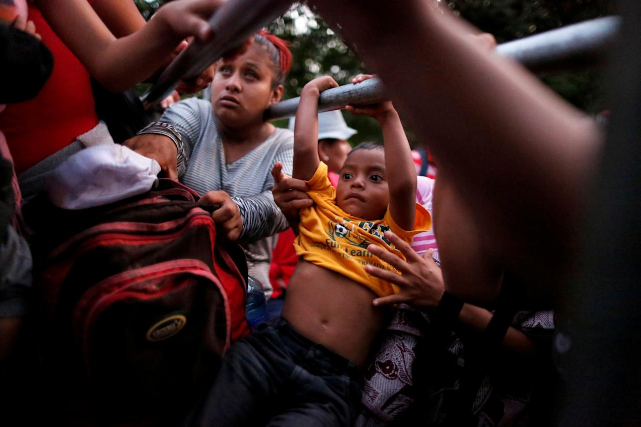 <p>People belonging to a caravan of migrants from El Salvador en route to the United States board a pickup truck to hitchhike along the highway to Ciudad Tecun Uman, Guatemala from Moyuta, Guatemala, Nov. 1, 2018. (Photo: Jose Cabezas/Reuters) </p>