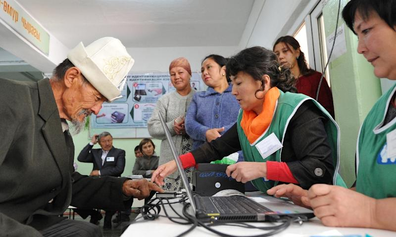 A man gives his fingerprints at a polling station during Kyrgyz parliamentary elections in the village of Kara-Zhigach, outside Bishkek, on October 4, 2015 (AFP Photo/Vyacheslav Oseledko)