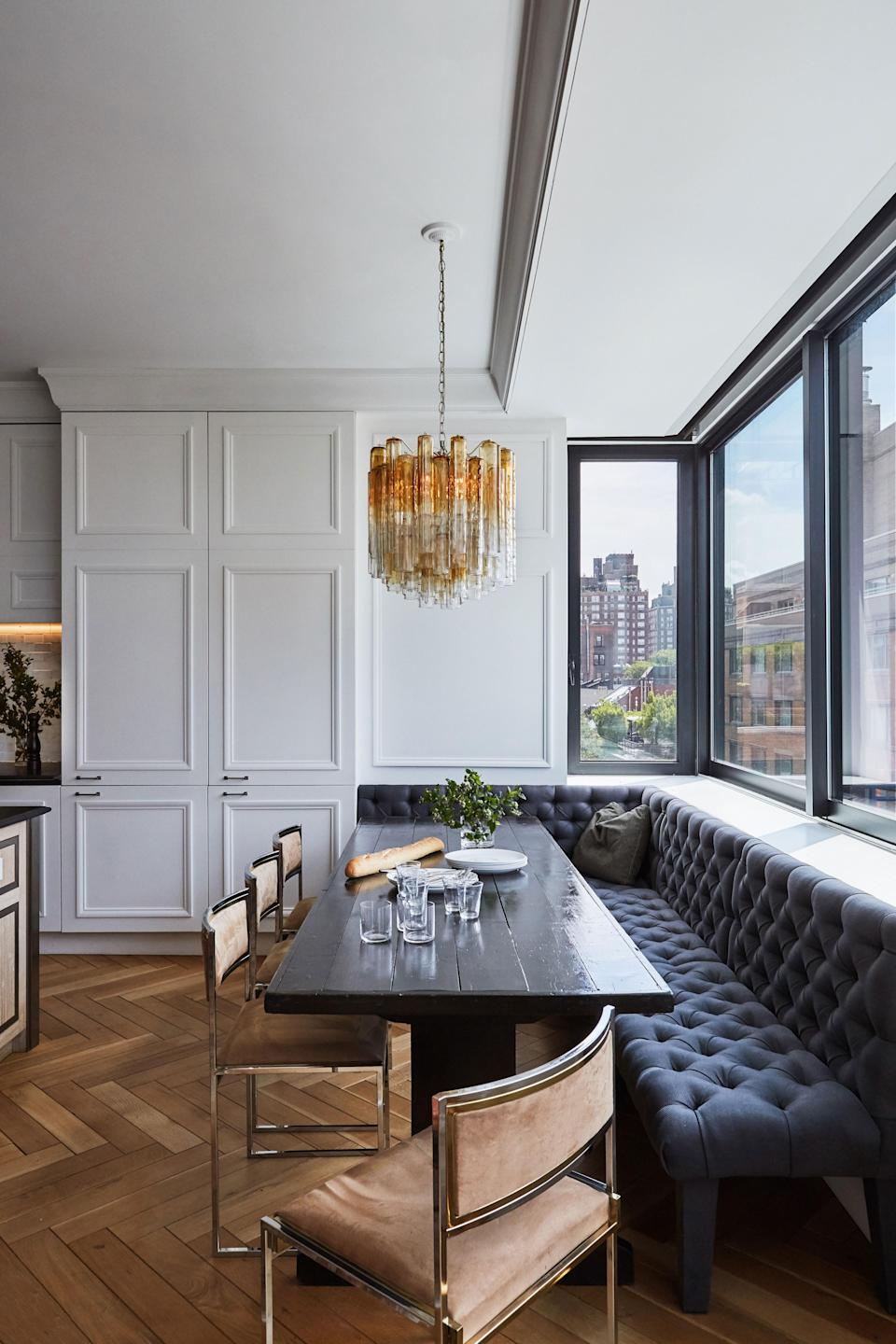 In this dining area, a Venini chandelier shines bright.