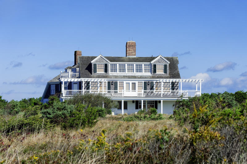 MARTHA'S VINEYARD, EDGARTOWN, MASSACHUSETTS, UNITED STATES - 2012/10/01: Stately summer beach house, South Beach. (Photo by John Greim/LightRocket via Getty Images)