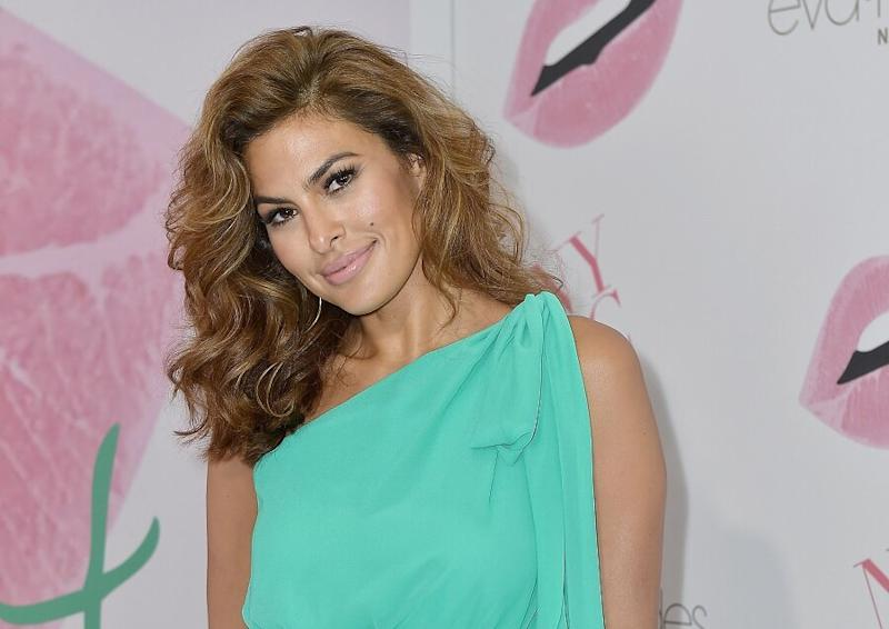 """Eva Mendes has a new cropped bob that she says makes her """"mom life a helluva lot easier"""""""