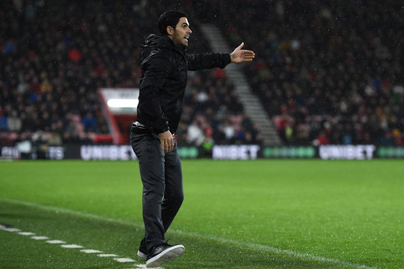 BOURNEMOUTH, ENGLAND - DECEMBER 26: Mikel Arteta, Manager of Arsenal gives his team instructions during the Premier League match between AFC Bournemouth and Arsenal FC at Vitality Stadium on December 26, 2019 in Bournemouth, United Kingdom. (Photo by Harriet Lander/Getty Images)