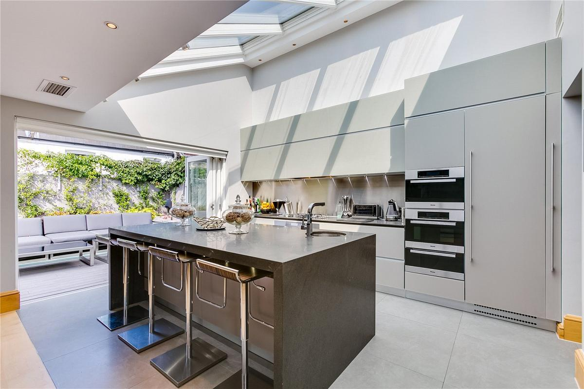 <p>You could certainly 'breakfast like a champion' in this super sleek, bespoke Italian kitchen. </p>