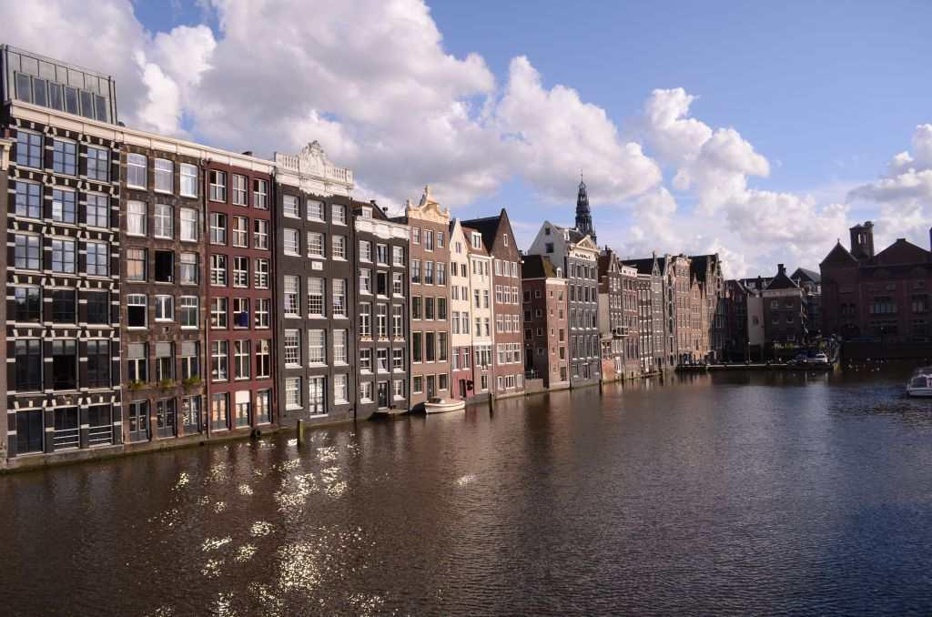 A cruise takes me to some of the oldest canals of Amsterdam. I see houses and monuments that are more than 500 years old, hidden behind the rustling leaves of green trees.