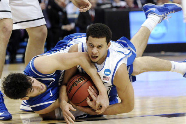 Creighton's Avery Dingman, left, and Duke's Seth Curry wrestle for a loose ball during the first half of a third-round game of the NCAA college basketball tournament, Sunday, March 24, 2013, in Philadelphia. (AP Photo/Michael Perez)