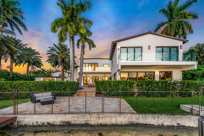 The home's large windows and glass balconies did little to shield the pair from paparazzi.