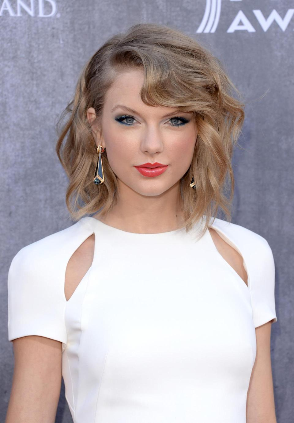 <p>Taylor Swift transformed from a country sweetheart to BFF of Victoria's Secret Angels with grown-up look. <i>(Photo: Getty Images)</i></p>