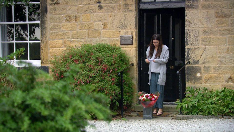 <p>A note says that the flowers are from Liam.</p>