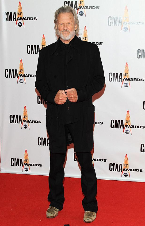 """Kris Kristofferson  Grade: C  Speaking of men in black, Kris Kristofferson channeled Johnny Cash in his dark duds and battered boots. Taylor Hill/<a href=""""http://www.wireimage.com"""" target=""""new"""">WireImage.com</a> - November 11, 2009"""