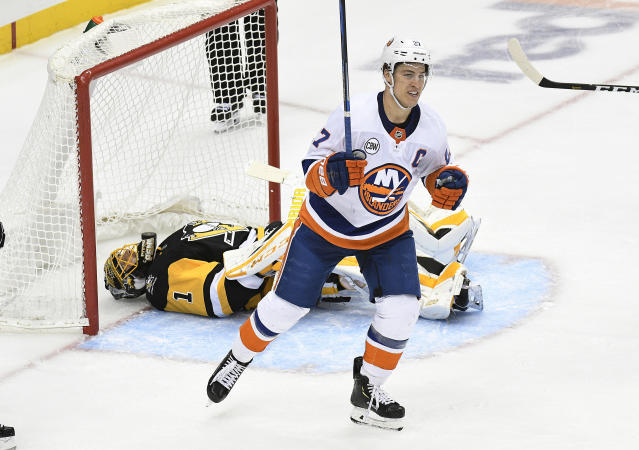 New York Islanders right wing Jordan Eberle (7) celebrates after Tom Kuhnhackl scores against Pittsburgh Penguins goaltender Casey DeSmith (1) during the third period of an NHL hockey game in Pittsburgh on Tuesday, Oct. 30, 2018. The New York Islanders won 6-3.(AP Photo/Don Wright)