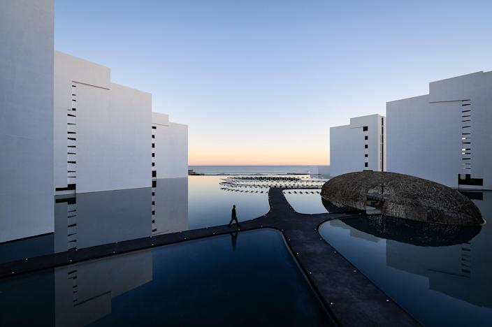 """Formerly known as Mar Adentro, this 194-room hotel opens late May in the heart of San Jose del Cabo, on the shores of the Sea of Cortés. Designed by Mexican architect Miguel Angel Aragonés, it plays on the theme of water (e.g. a color palette of blue and orange hues, the sound of water in the lobby). The vibe-led resort amenities include a cinema room for movie screenings and a fitness center curated by Los Angeles–based celebrity trainer Harley Pasternak. <a href=""""https://www.viceroyhotelsandresorts.com/en/loscabos"""" rel=""""nofollow noopener"""" target=""""_blank"""" data-ylk=""""slk:viceroyhotelsandresorts.com"""" class=""""link rapid-noclick-resp"""">viceroyhotelsandresorts.com</a>"""