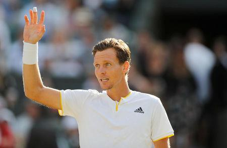 Querrey stuns Murray at Wimbledon; Djokovic out with injury