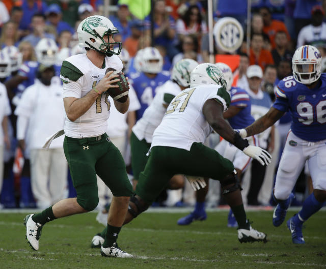 "UAB quarterback A.J. Erdely (11) looks for a receiver as he is rushed by Florida defensive lineman <a class=""link rapid-noclick-resp"" href=""/ncaaf/players/255023/"" data-ylk=""slk:Cece Jefferson"">Cece Jefferson</a> (96) during the first half of an NCAA college football game, Saturday, Nov. 18, 2017, in Gainesville, Fla. (AP Photo/John Raoux)"