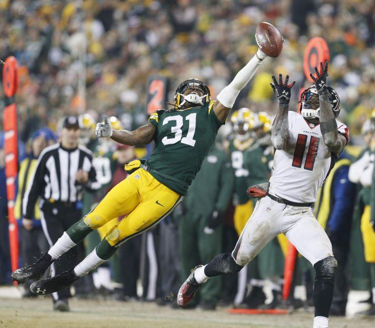Davon House, shown here in a 2014 game, got a ride from a couple Packers fans so he could make practice Tuesday. (AP)