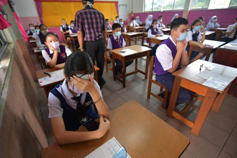 Students sit for their UPSR examination despite the thick haze blowing across Sarawak. ― Bernama pic