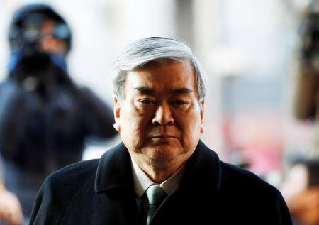 FILE PHOTO: Korean Air Lines Chairman Cho Yang-ho arrives to testify at the second court hearing of his daughter Cho Hyun-ah, also known as Heather Cho, at the Seoul Western District court in Seoul January 30, 2015.   REUTERS/Kim Hong-Ji/File Photo