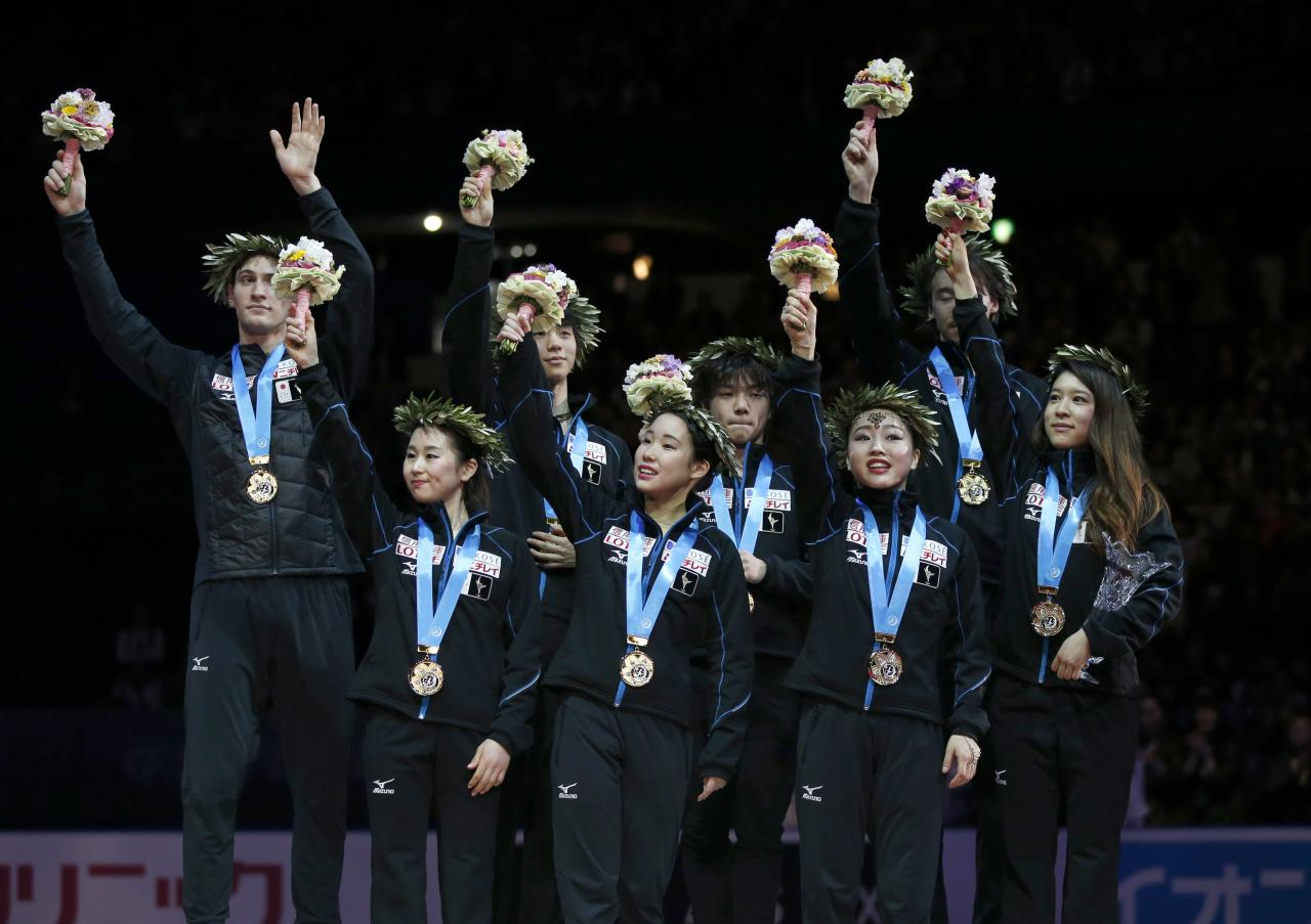 Figure Skating - ISU World Team Trophy -  Award Ceremony - Tokyo, Japan - 22/4/17 - Japan's players celebrate their gold team trophy on the podium.    REUTERS/Toru Hanai