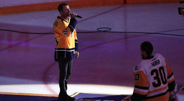 "Dierks Bentley paid up his Stanley Cup Final bet, wearing <a class=""link rapid-noclick-resp"" href=""/nhl/players/5774/"" data-ylk=""slk:Matt Murray"">Matt Murray</a>'s jersey on stage in Pittsburgh. (Photo by Patrick Smith/Getty Images)"