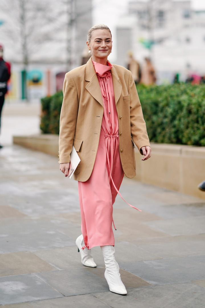 <p>Pandora Sykes spotted during London Fashion Week in a pink shirt dress, oversized camel blazer and white boots. <em>[Photo: Getty]</em> </p>