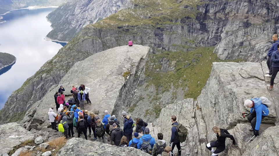 People line for the Troll's Tongue (Trolltunga Adventures / Caters News)