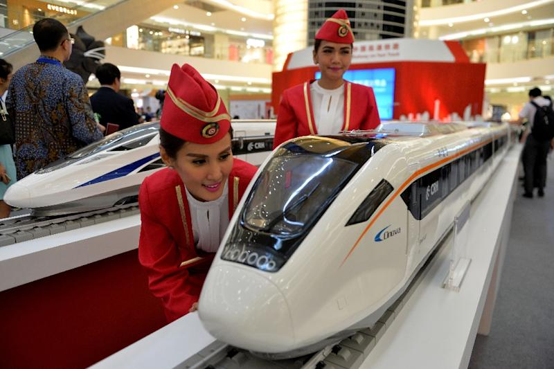 Scale models of Chinese-made bullet trains on exhibition at a shopping mall in Jakarta (AFP Photo/Bay Ismoyo)
