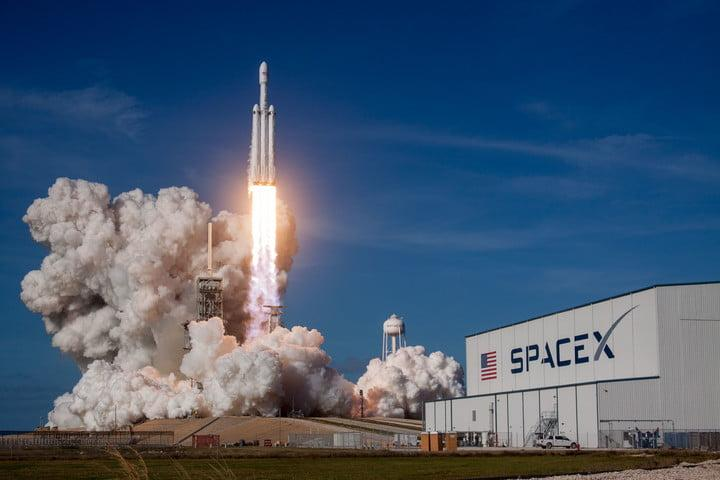 spacex falcon heavy launch date news