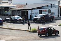 """Cartel gunmen are seen on a street during clashes with federal forces following the detention of Ovidio Guzman, son of drug kingpin Joaquin """"El Chapo"""" Guzman, in Culiacan"""