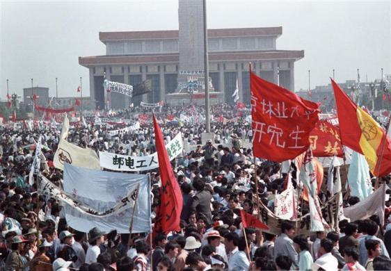 The crowd in Tiananmen Square, May 17, 1989.