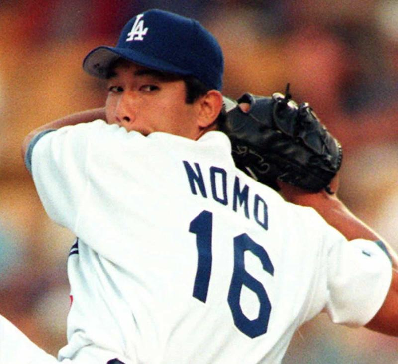 Hideo Nomo winds up in 1995 game, looking over his shoulder with his back toward the batter.