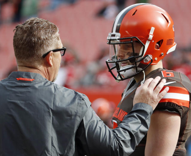 "FILE – Cleveland Browns interim head coach Gregg Williams talks with quarterback <a class=""link rapid-noclick-resp"" href=""/nfl/players/30971/"" data-ylk=""slk:Baker Mayfield"">Baker Mayfield</a> (6). (Jeff Haynes/AP Photo, File)"