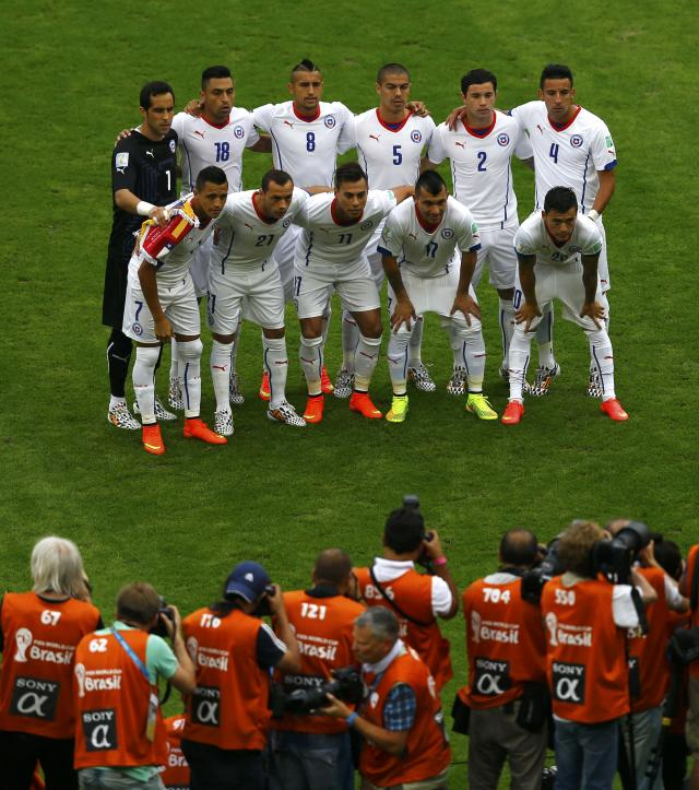 Chile players pose before the 2014 World Cup Group B soccer match between Spain and Chile at the Maracana stadium