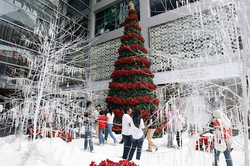 Shoppers gather around the Christmas decorations at a shopping mall in downtown Kuala Lumpur, Malaysia, Monday, Nov. 22, 2010. Malaysia's economy rose a slower-than-expected 5.3 percent in the third quarter but the central bank ruled out any moves to lower interest rates to boost growth. (AP Photo/Lai Seng Sin)