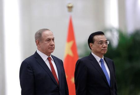 Israeli Prime Minister Benjamin Netanyahu (L) and China's Premier Li Keqiang attend a welcoming ceremony at the Great Hall of the People in Beijing, China March 20, 2017. REUTERS/Jason Lee