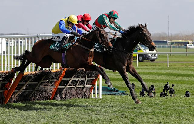 Horse Racing - Grand National Festival - Aintree Racecourse, Liverpool, Britain - April 14, 2018 13:45 Mr Big Shot ridden by Tom Scudamore (L) in action before winning the 13:45 Gaskells Handicap Hurdle REUTERS/Darren Staples