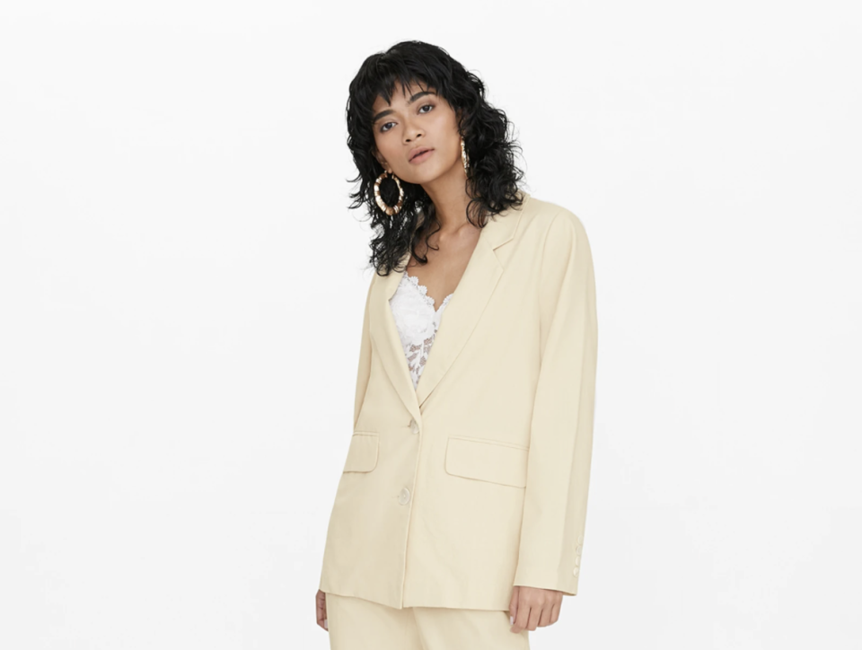 Pomelo Oversized Front Pockets Blazer. (PHOTO: Pomelo)