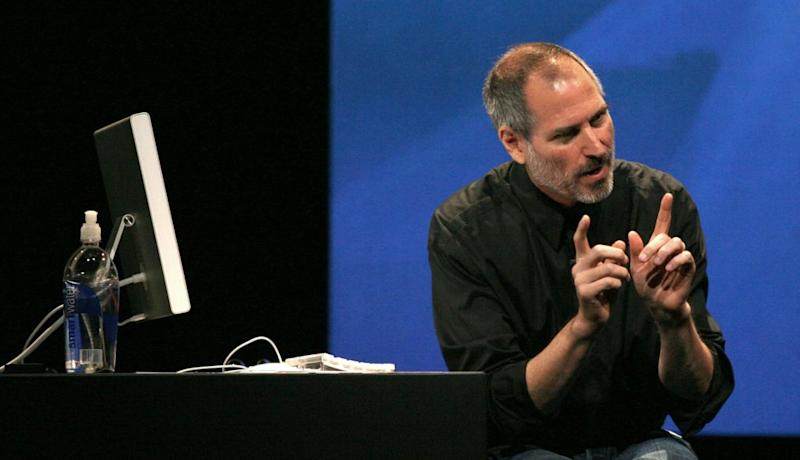 Apple Corporation CEO Steve Jobs makes a point to the crowd during new iPod introductions at the Yerba Buena Center of the Arts theater in San Francisco, California, September 12, 2006. REUTERS/Dino Vournas (UNITED STATES) - GM1DTMGTFZAA
